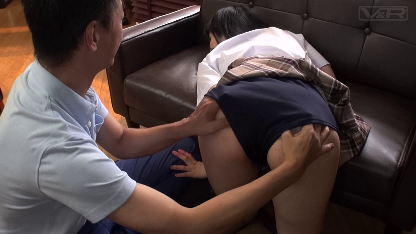 デカ尻濃紺ブルマに発情した父が媚薬を飲ませると発汗