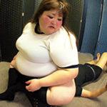 【100kg超えデブ女がブルマ姿で顔面騎乗】体重162kg!爆体女子の圧迫遊戯
